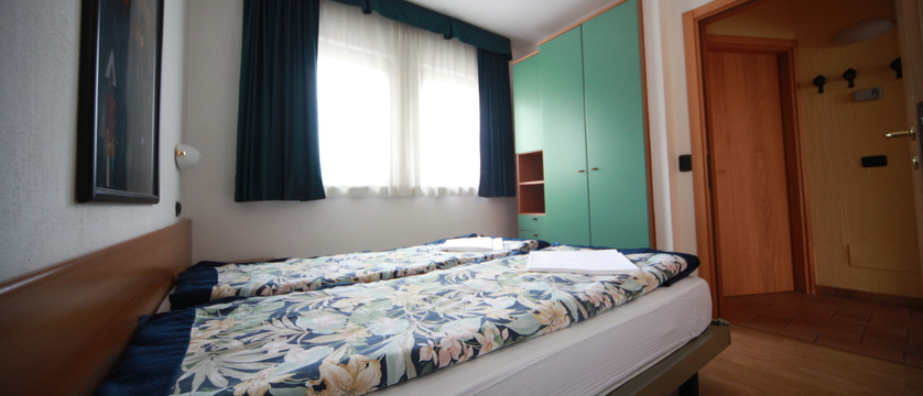 italy_livigno_al-gal-apartments_bedroom.jpg